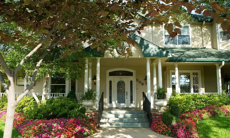 THE SANFORD HOUSE INN & SPA, ARLINGTON **